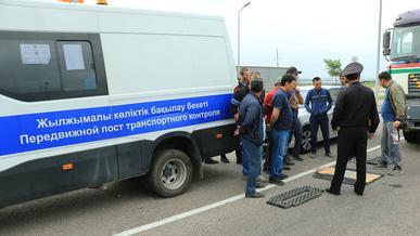 Инспекторов транспортного контроля поймали на взятках