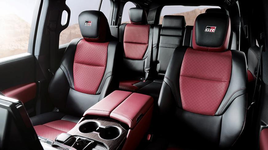 Toyota показала интерьер Land Cruiser 300 в версии GR Sport