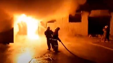 На СТО в Алматы сгорело 20 автомобилей
