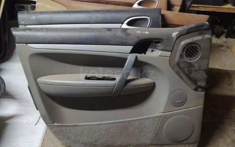 Обшивка водительской двери на Porsche Cayenne 955 957 за 15 000 тг. в Алматы