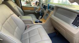 Lincoln Navigator 2006 года за 8 600 000 тг. в Нур-Султан (Астана) – фото 5