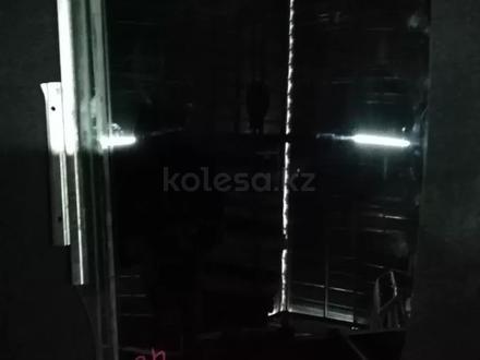 Стекла задние в дверь на Toyota Camry 40 в Алматы