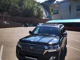 Toyota Land Cruiser 2017 года за 34 350 000 тг. в Алматы – фото 2