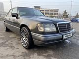 Mercedes-Benz E 280 1994 года за 2 950 000 тг. в Алматы – фото 2