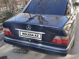 Mercedes-Benz E 220 1994 года за 2 500 000 тг. в Шымкент – фото 3
