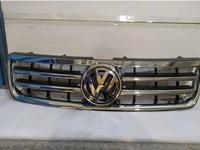 Решётка радиатора на Volkswagen Touareg до рестайлинг за 100 тг. в Алматы