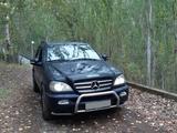 Mercedes-Benz ML 400 2001 года за 3 500 000 тг. в Алматы – фото 2