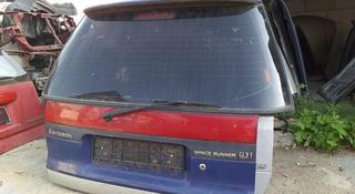 Крышка багажника митсубиси спейс рунер 95г за 444 тг. в Костанай
