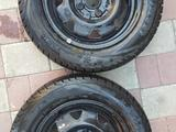 2 колесных диска с новой всесезонной зимней резиной «Viatti» (175х65х14) за 37 000 тг. в Павлодар – фото 2