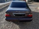 Mercedes-Benz E 220 1994 года за 1 700 000 тг. в Караганда – фото 4