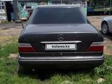 Mercedes-Benz E 220 1994 года за 1 700 000 тг. в Караганда – фото 3