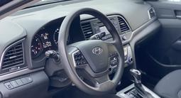 Hyundai Elantra 2018 года за 7 500 000 тг. в Шу – фото 2