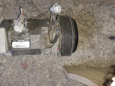Компрессор кондера на Toyota Highlander правый руль, v2.4, 2001 год за 30 000 тг. в Караганда