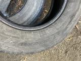 Летние шины 265.65.17 за 45 000 тг. в Семей – фото 2