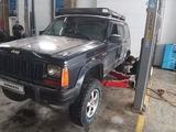 Jeep Cherokee 1990 года за 2 800 000 тг. в Актобе – фото 5