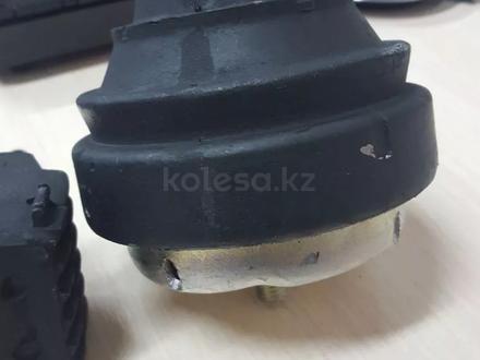 Подушка двигателя Шаран за 171 тг. в Актобе