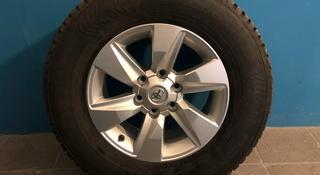 Диски R17 оригинал на Toyota LС Prado 150 с новой зимней резиной (шип) за 480 000 тг. в Петропавловск