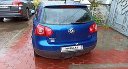 Volkswagen Golf 2005 года за 1 900 000 тг. в Семей – фото 2