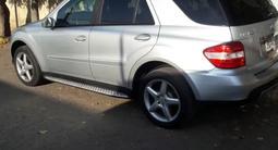 Mercedes-Benz ML 350 2007 года за 3 600 000 тг. в Актобе – фото 2