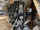 Двигатель и коробка за 80 000 тг. в Караганда