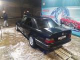 Mercedes-Benz E 200 1986 года за 950 000 тг. в Жетысай – фото 2