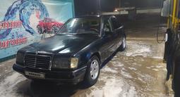 Mercedes-Benz E 200 1986 года за 950 000 тг. в Жетысай – фото 4