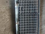 Решётка радиатора на Mercedes Benz W124 за 25 000 тг. в Алматы – фото 2