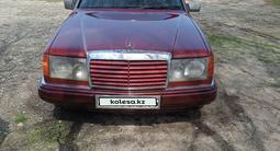 Mercedes-Benz E 220 1992 года за 1 650 000 тг. в Талдыкорган – фото 2