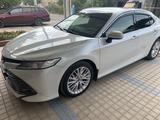 Toyota Camry 2019 года за 13 600 000 тг. в Шымкент