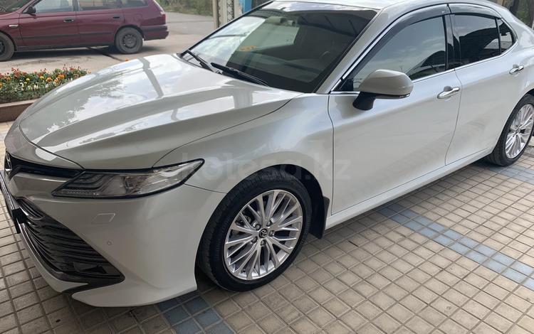 Toyota Camry 2019 года за 13 900 000 тг. в Шымкент
