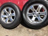 R 17 диски тойота прадо 120 с резиной 265-65-17 Bridgestone за 190 000 тг. в Алматы – фото 2