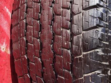 R 17 диски тойота прадо 120 с резиной 265-65-17 Bridgestone за 190 000 тг. в Алматы – фото 5