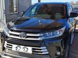 Toyota Highlander 2018 года за 21 000 000 тг. в Уральск – фото 3