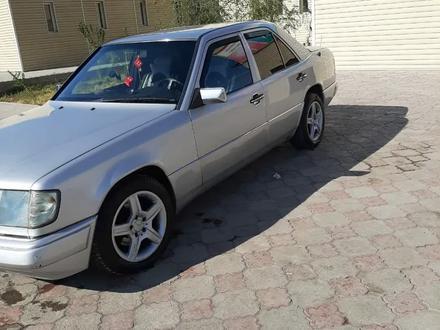 Mercedes-Benz E 230 1992 года за 1 300 000 тг. в Туркестан – фото 3