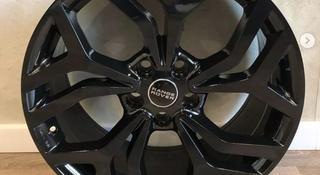 Черные диски r20 для Range Rover Vogue/Sport/Discovery за 295 000 тг. в Нур-Султан (Астана)