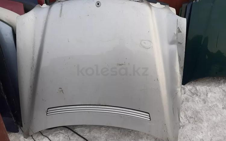Капот рестайлинг с дефектом Mercedes w210 Мерседес 210 за 22 000 тг. в Семей