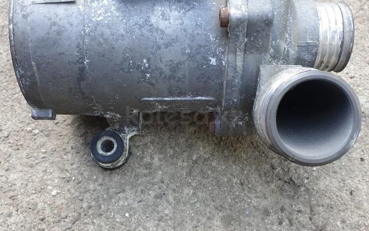 Помпа охлаждения двигателя BMW E60 N52 за 25 000 тг. в Алматы