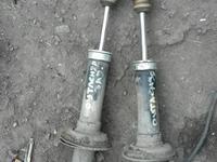 Стойки амортизаторы Мицубиши Аутлендер 2, 4л 2006г за 11 111 тг. в Костанай
