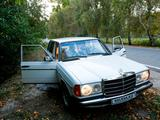 Mercedes-Benz E 300 1980 года за 2 300 000 тг. в Павлодар – фото 2