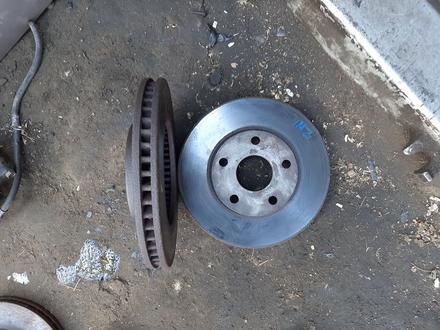 Передни тормозной диск на камри 20 3л за 15 000 тг. в Алматы