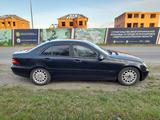 Mercedes-Benz C 200 2002 года за 3 150 000 тг. в Петропавловск – фото 2