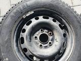 Шипованные шины б/у на дисках 205/65 R15 Разболтовка мерседес за 80 000 тг. в Темиртау – фото 3