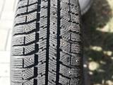 Шипованные шины б/у на дисках 205/65 R15 Разболтовка мерседес за 80 000 тг. в Темиртау – фото 4