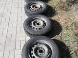 Шипованные шины б/у на дисках 205/65 R15 Разболтовка мерседес за 80 000 тг. в Темиртау – фото 5