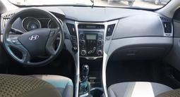 Hyundai Sonata 2011 года за 3 300 000 тг. в Актобе – фото 2