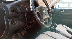Volkswagen Passat 1997 года за 1 600 000 тг. в Актобе – фото 2