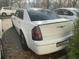 Chrysler 300C 2004 года за 3 800 000 тг. в Алматы – фото 4