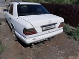 Mercedes-Benz E 200 1993 года за 1 450 000 тг. в Караганда – фото 4