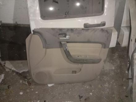 Двери HUMMER H3 за 150 000 тг. в Алматы