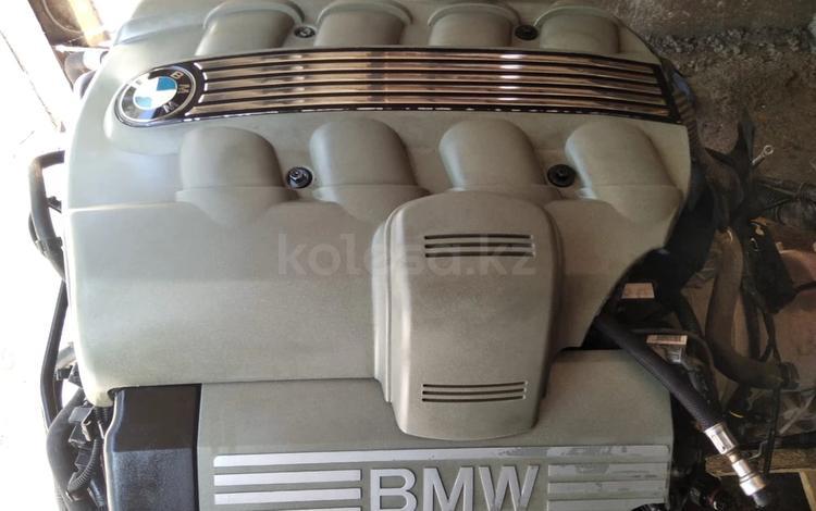 Двигатель в сборе на Х5 E53 4.8 за 950 000 тг. в Алматы